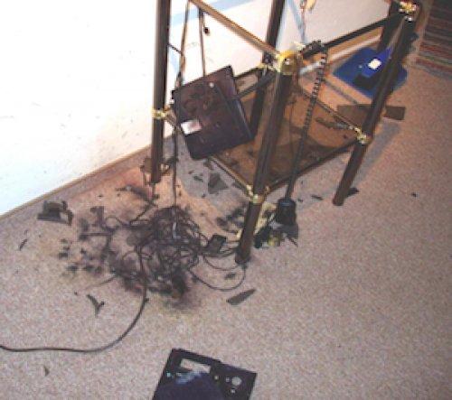 Разрушение телефона от удара молнии - рис. 2